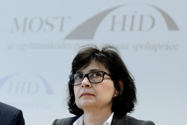 Na snímke členka strany Most-Híd Lucia Žitňanská