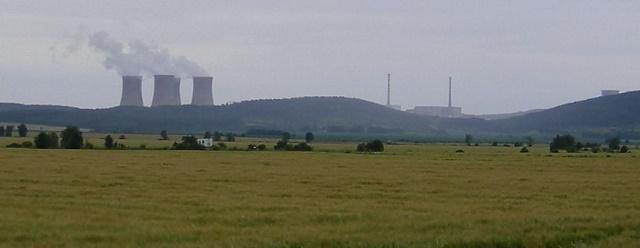 Na snímke vzdialený pohľad na jadrovú elektráreň v Mochovciach