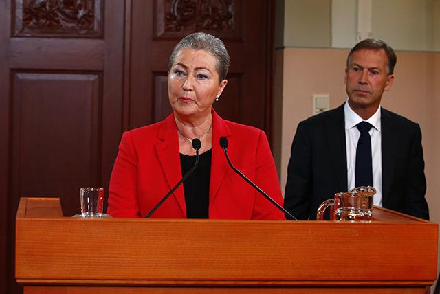 Nová predsedníčka nórskeho Nobelovho výboru Kaci Kullmanová Fiveová vyhlasuje nositeľa Nobelovej ceny mieru za rok 2015. AP - Heiko Junge/NTB scanpix via A