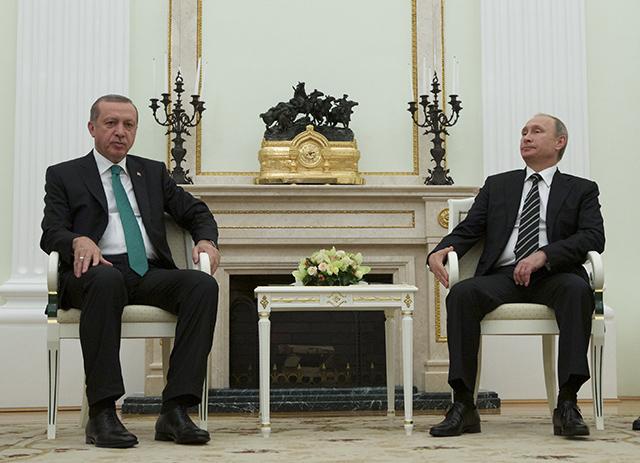 Na snímke ruský prezident Vladimir Putin (vpravo) a turecký prezident Recep Tayyip Erdogan.