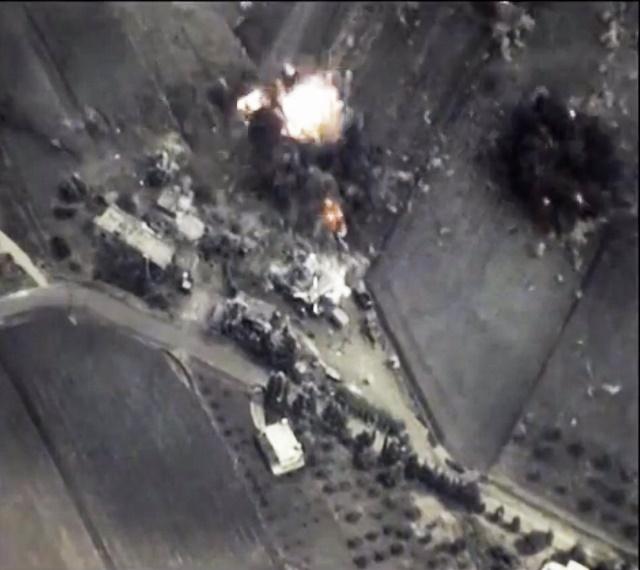 Bombový výbuch pri jednom z ruských náletov, snímka z ruského ministerstva obrany