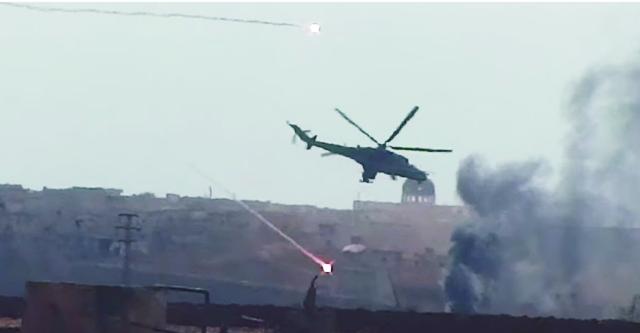 Na videosnímke záber z akcie jednej z helikoptér