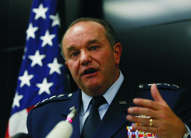 Hlavný veliteľ síl NATO v Európe americký generál Philip Breedlove