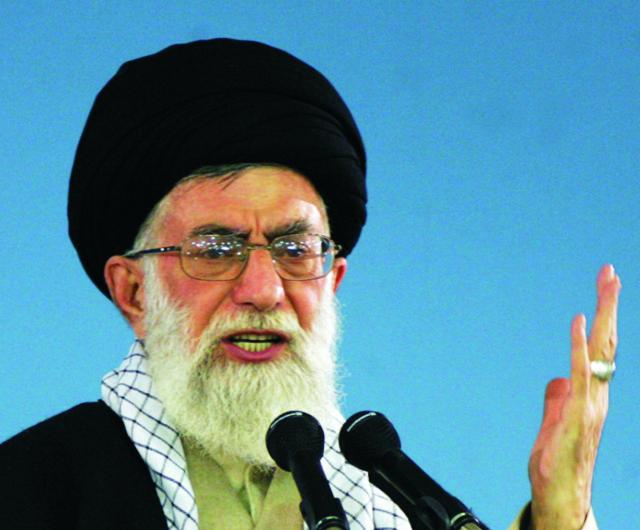 Najvyšší iránsky duchovný ajatolláh Alí Chameneí