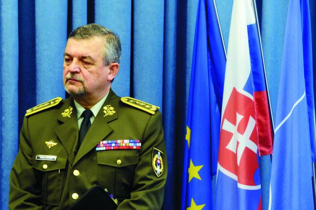 Na archívnej náčelník Generálneho štábu Ozbrojených síl SR generálporučík Milan Maxim