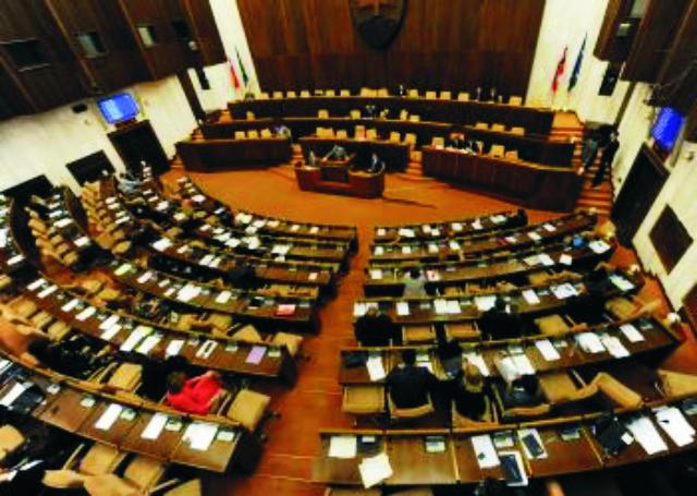 Opozícii zámer nevyšiel, minister Juraj Draxler ostáva vo funkcii.Po takmer osemhodinovej diskusii s návrhom na odvolanie ministra súhlasili všetci prítomní opoziční poslanci, členovia vládneho Smeru-SD boli proti