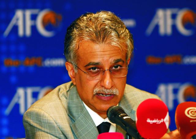 Na archívnej snímke z 2. mája 2013 je bahrajnský šejk Salman bin Ebrahim Al Khalifa