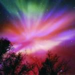 Na snímke je zachytená polárna žiara na oblohe