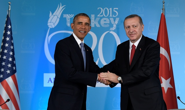 Na snímke americký prezident Barack Obama (vľavo) a turecký prezident Recep Tayyip Erdogan