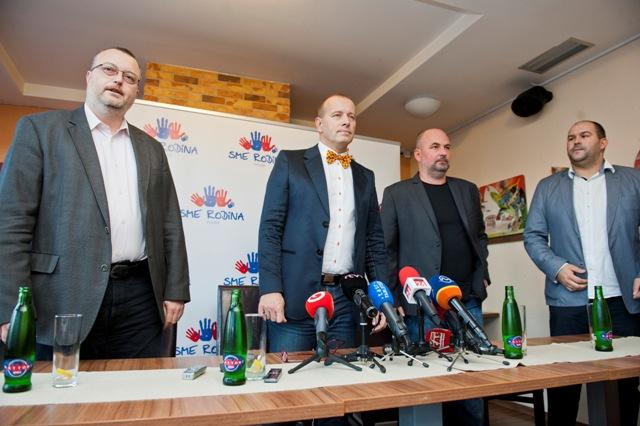 Na snímke zľava Milan Krajniak, predseda strany Sme rodina Boris Kollár, Rastislav Holúbek a Peter Pčolinský