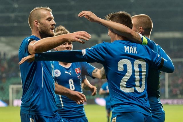 Na snímke radosť hráčov Slovenska po strelení prvého gólu v prípravnom futbalovom zápase Slovensko – Island v Žiline