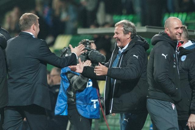 Na snímke uprostred tréner tímu Slovenska Ján Kozák, vľavo technický vedúci Róbert Tomaschek vpravo brankár Ján Mucha po víťazstve v priateľskom medzištátnom futbalovom stretnutí Slovensko - Island