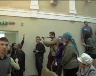 Hlučným škandálom a menšou bitkou sa začala prednáška známeho ruského publicistu, politológa a zakladateľa hnutia Antimajdan /Protimajdan/ Nikolaja Starikova v Minsku