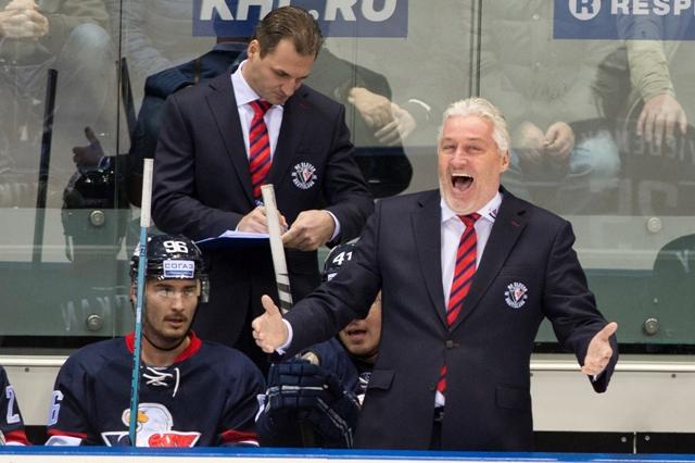 Na snímke v popredí tréner Slovana Miloš Říha počas stretnutia počas zápasu hokejovej KHL HC Slovan Bratislava - Dinamo Minsk