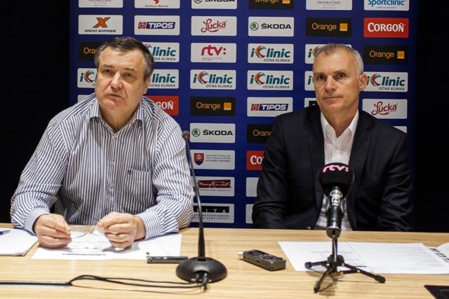 Na snímke generálny manažér a tréner tímu Dárius Rusnák a hráč Róbert Pukalovič