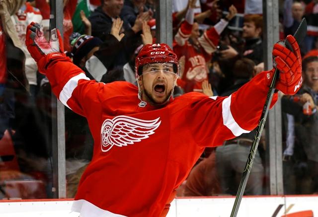 Na snímke hokejista Detroitu Red Wings Slovák Tomáš Tatar sa teší po strelení gólu v zápase zámorskej hokejovej NHL  Detroit Red Wings - Boston Bruins v Detroite