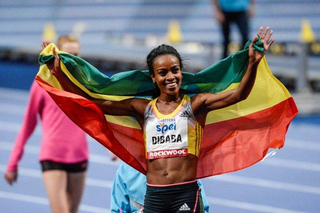 Na snímke Etiópčkanka Genzebe Dibabová