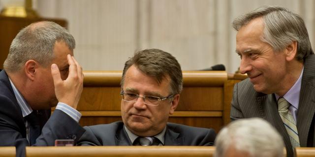 Na snímke poslanci parlamentu SR zľava Pavol Zajac, Ivan Uhliarik a Ján Figeľ (všetci KDH)