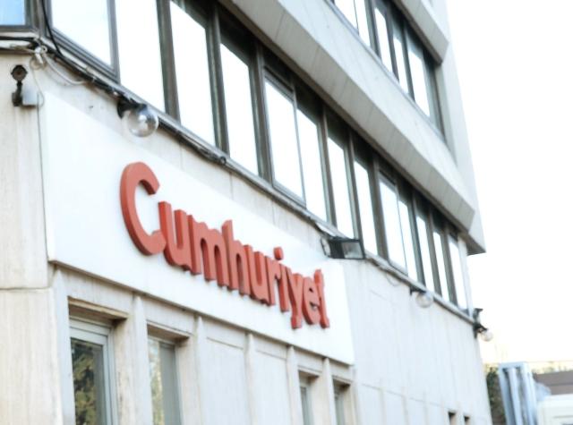 Na snímke budova tureckého denníka Cumhuriyet (Republika)