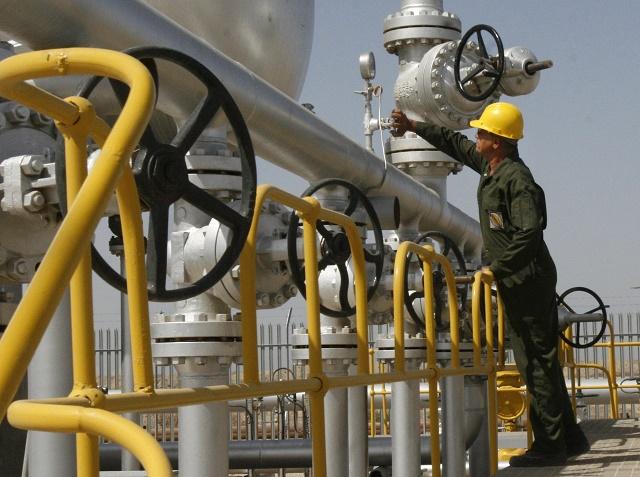 Zariadenia na ropnom poli Azadegan, ktoré sa nachádza neďaleko iránskeho mesta Ahváz