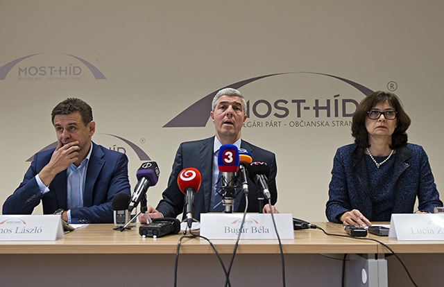 Na snímke zľava podpredseda strany Most-Híd László Solymos, predseda strany Béla Bugár a podpredsedníčka Lucia Žitňanská