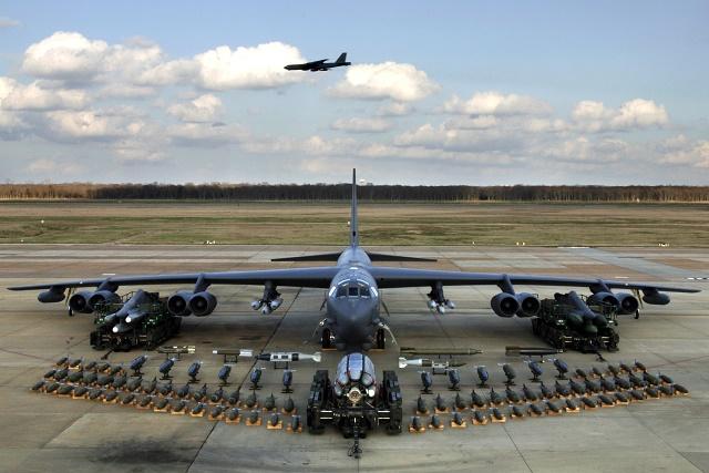 Americký bombardér Boeing B-52, ktorý sa vznášal nad Juhočínskym morom