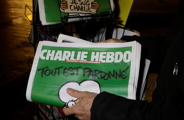 Na snímke titulka satirického týždenníka Charlie Hebdo
