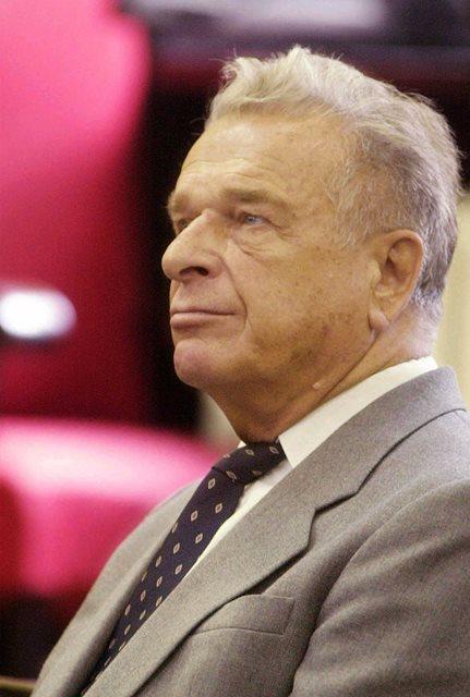 Na snímke z roku 2001 bývalý poľský komunistický minister vnútra Czeslaw Kiszczak