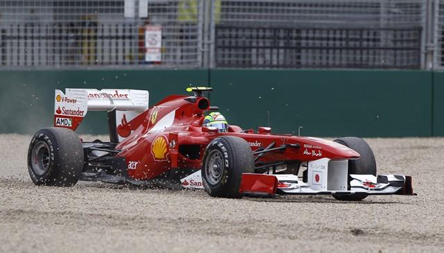 Na snímke monopost brazílskeho pilota stajne Ferrari Felipeho Massu