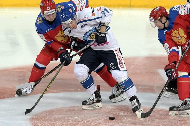 Záber s hokejového zápasu medzi Fínskom a Ruskom na tohtoročnom Karjala Cupe 2015
