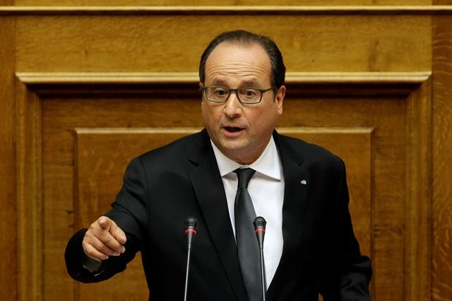 Na snímke uprostred francúzsky prezident Francois Hollande
