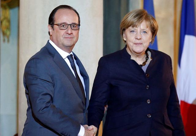 Na snímke francúzsky prezident Francois Hollande a nemecká kancelárka Angela Merkelová