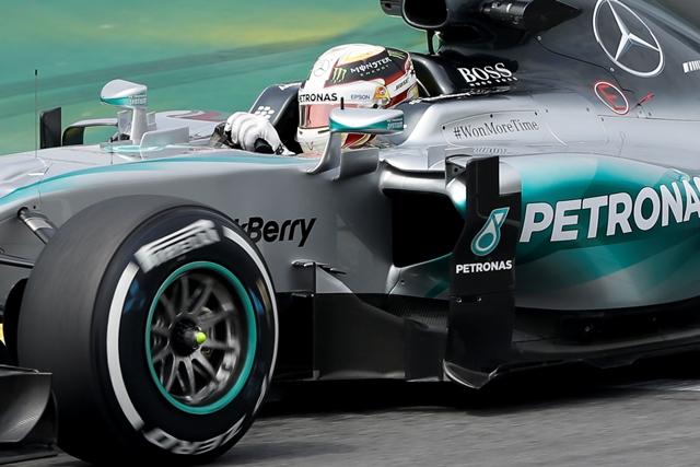 Na snímke britský jazdec tímu Mercedes Lewis Hamilton
