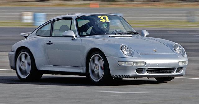 Silver_Porsche_993_Carrera_racing