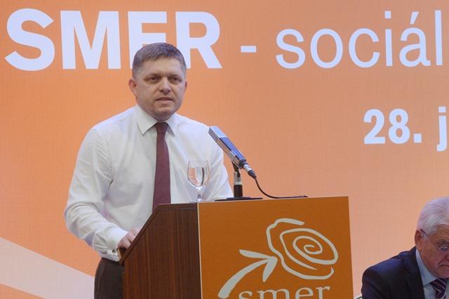 Na snímke predseda strany Smer-SD a premiér Robert Fico
