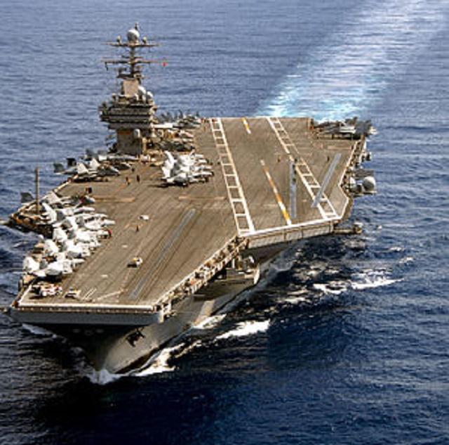 Na snímke americká lietadlová loď USS Theodore Roosevelt, ktorá sa momentálne plaví v Juhočínskom mori