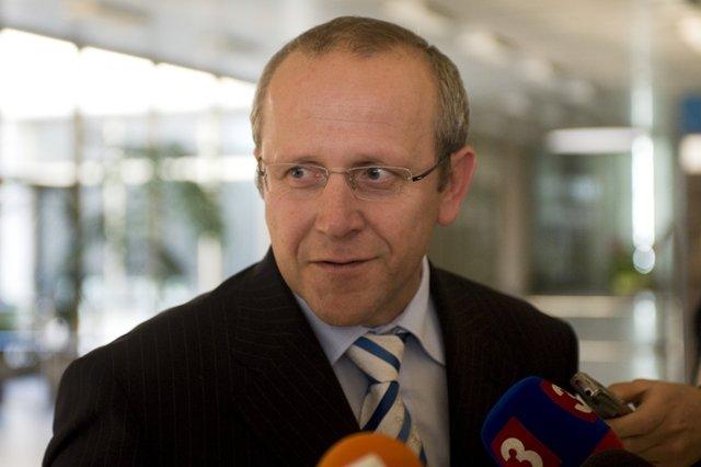 Na snímke predseda poslaneckého klubu KDH Pavol Abrhan