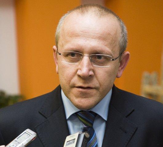 Na snímke predseda klubu KDH a šéf parlamentného výboru na kontrolu činnosti Slovenskej informačnej služby Pavol Abrhan