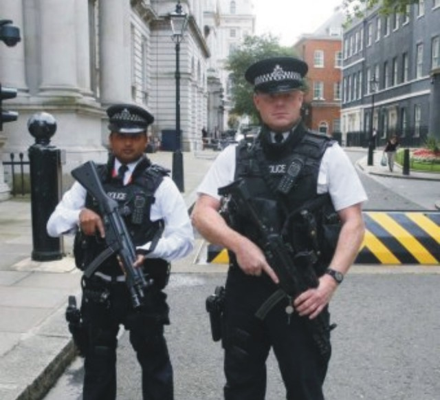 Londýn je po útokoch v Paríži v stave najvyššej pohotovosti