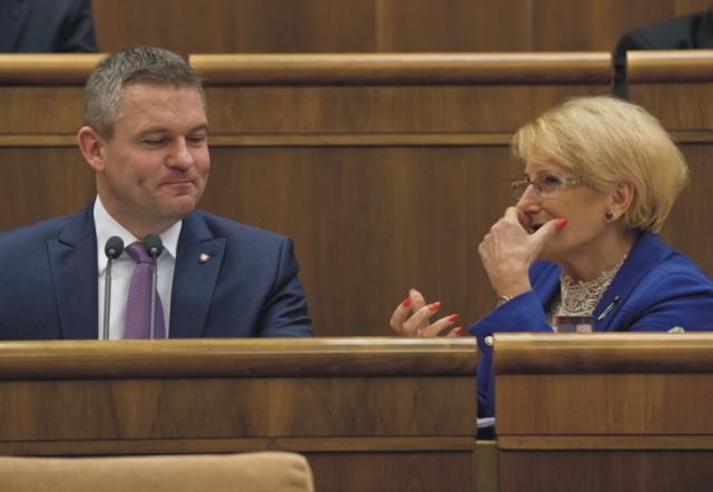 Na snímke vľavo predseda NR SR Peter Pellegrini a vpravo podpredsedníčka NR SR Jana Laššáková