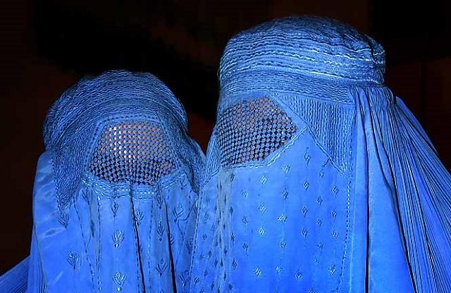 Ilustračné foto žien zahalených v burke