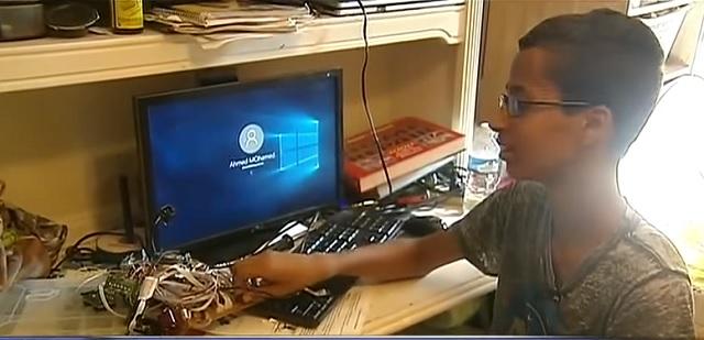 """Na snímke Ahmed Mohamed, ktorý dostal prezývku """"clock boy"""""""