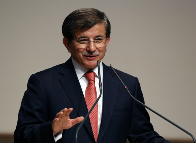 Na snímke turecký premiér Ahmet Davutoglu