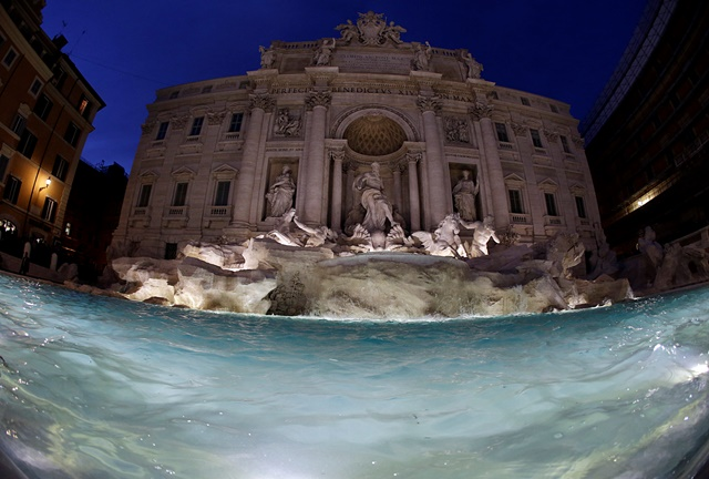 Na snímke zrenovovaná baroková Fontána di Trevi