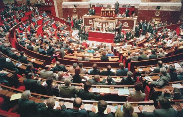 Na archívnej snímke Poslanci francúzského Národného zhromaždenia