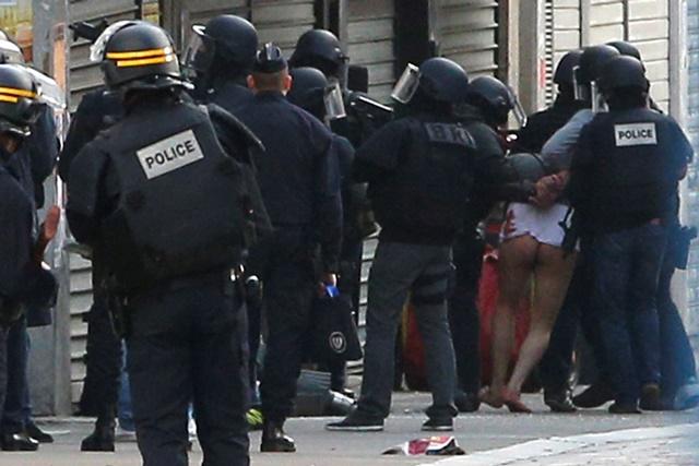 Na snímke príslušníci francúzskej polície