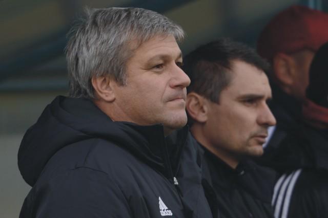 Na snímke vľavo tréner Trnavy Ivan Hucko