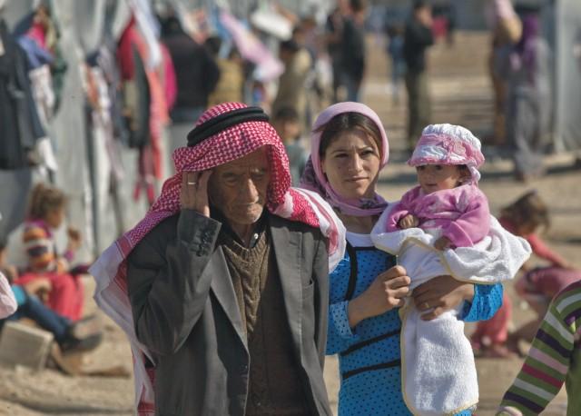 Kurdskí utečenci zo sýrskeho mesta Kobané, kde prebiehajú intenzívne boje medzi militantmi Islamského štátu. V poslednom čase sa na severe Iraku  stále viac kurdských moslimov stáva kresťanmi