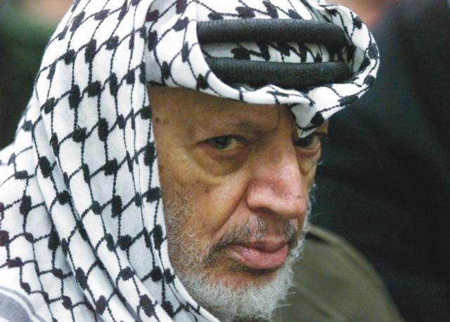 Na archívnej snímke z 31. mája 2002 palestínsky líder Jásir Arafat