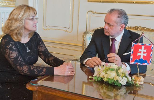 Na snímke prezident SR Andrej Kiska (vpravo) a predsedníčka Súdnej rady SR Janu Bajánkovú (vľavo)